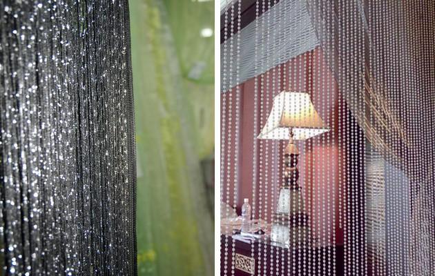 Фото: шторы из металлический нити и из бисера