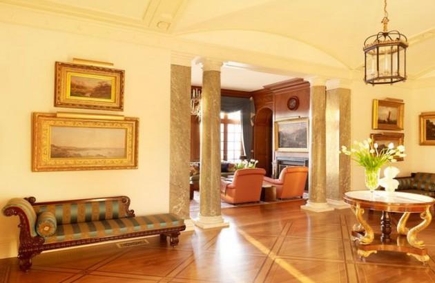 Фото: колонны в интерьере прихожей неоклассического стиля