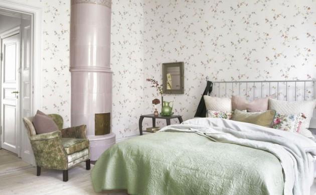 Фото: обои с мелкими цветочками в интерьере спальни