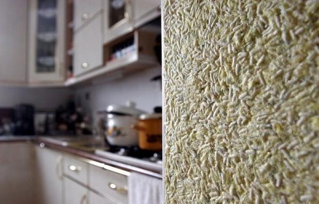 Фото: жидкие обои в интерьере кухни