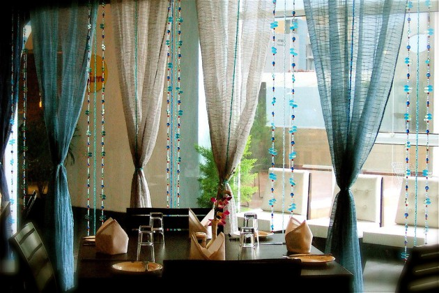 Фото: сочетание нитяных и простых штор