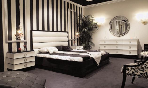 Вариант комбинирования белых и полосатых обоев в интерьере спальни 2017