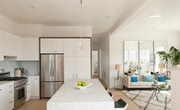Вариант зонирования и совмещения кухни с гостиной