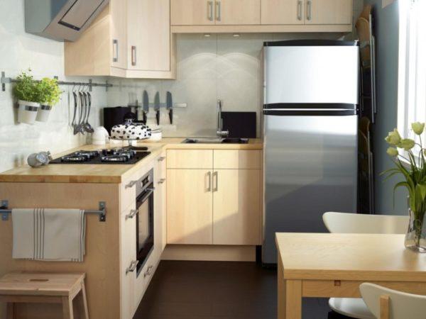 Идея обустройства небольшой кухни