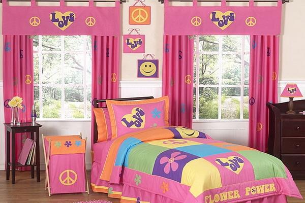 Дизайн штор розового цвета с ламбрекенами
