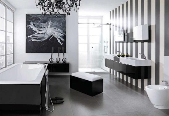 Ванная комната в чёрно-белых тонах с фотообоями