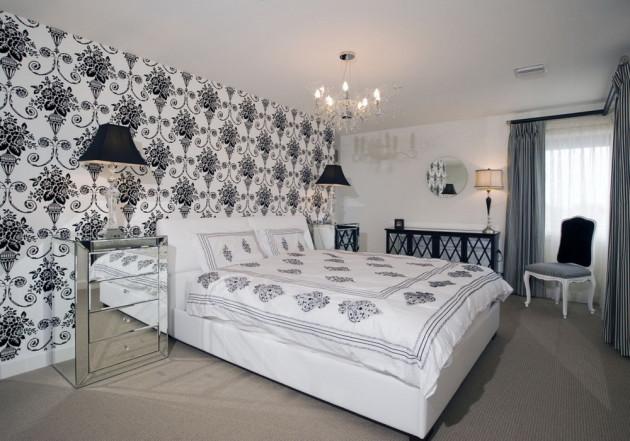 Белые обои с крупным контрастным рисунков в интерьере спальни 2017