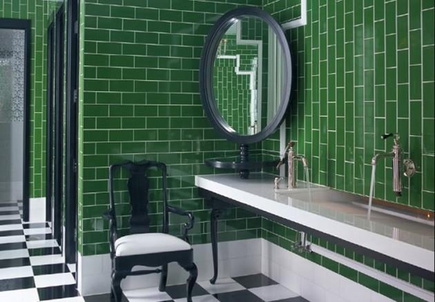 Зелёная плитка в отделке ванной комнаты