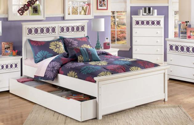 Белая мебель в интерьере детской комнаты и места для хранения вещей