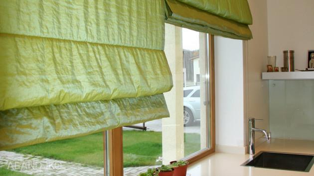 Римские шторы зеленого цвета
