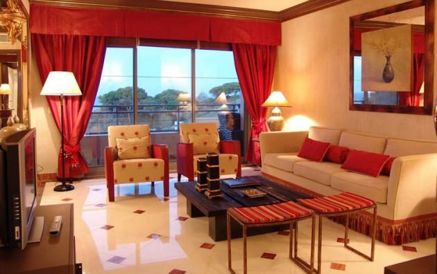 Красный и белый цвет в оформлении зала