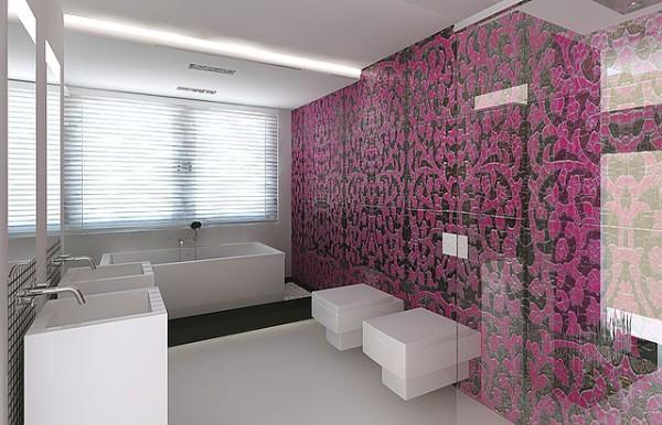 Панно из плитки на стене в ванной