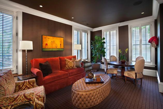 Интерьер гостиной, совмещённой со столовой зоной