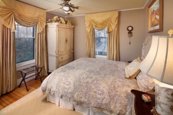 Дизайн штор 2017 бежевого цвета для спальни