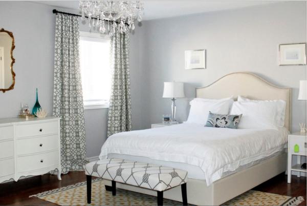Дизайн штор с рисунком для спальни светлых оттенков