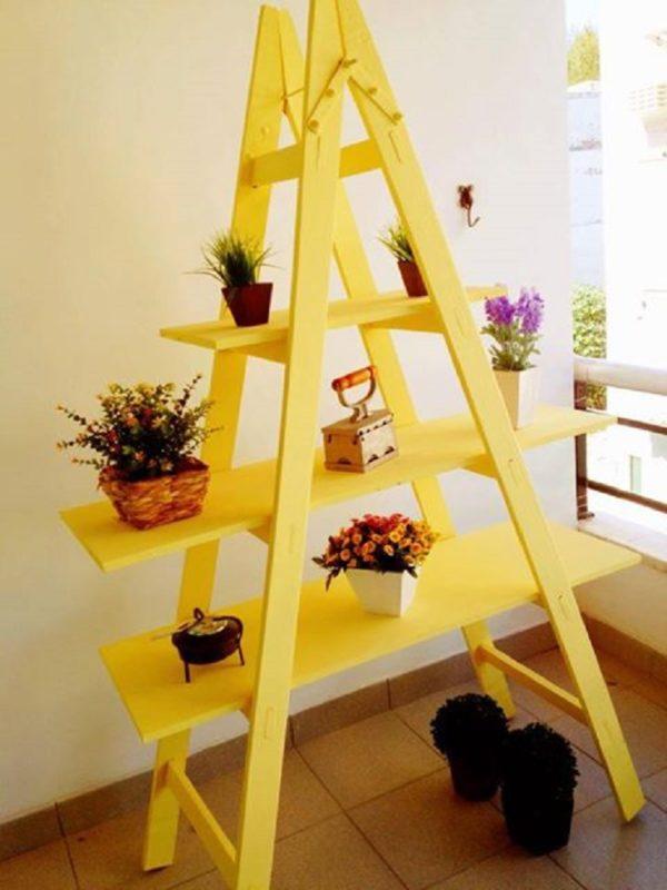 Этажерка в форме лестницы
