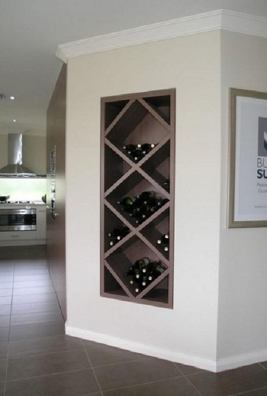 Ниша как винный стеллаж в интерьере кухни