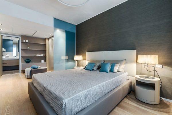 Несколько оттенков голубого в интерьере спальни