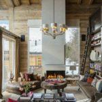 Гостиная с камином в стиле шале