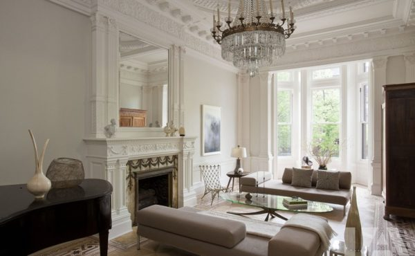 Серый цвет в классическом интерьере гостиной