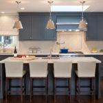 Серый и голубой в интерьере кухни