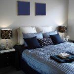 Серый и синий в интерьере спальни