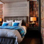 Спальня с голубым текстилем