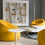 Жёлтый и серый интерьер гостиной