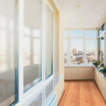 Большой угловой балкон