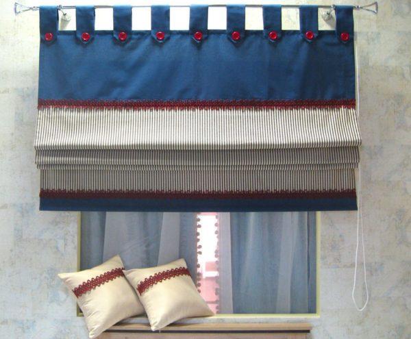 Короткие шторы, прикреплённые на петли