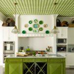 Зелёный и белый в интерьере кухни