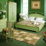 Оливковый интерьер спальни