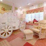 Розовый ламбрекен для принцессы
