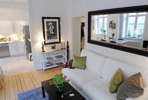 Однокомнатная квартира с зеркалом