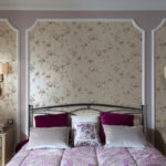 Акценты фиолетового цвета в пудровом интерьере спальни