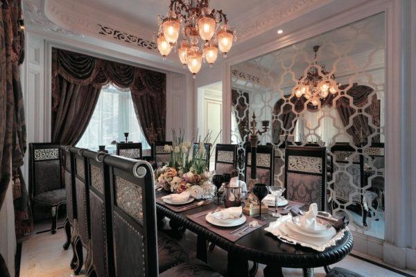 Фигурные зеркала в гостиной