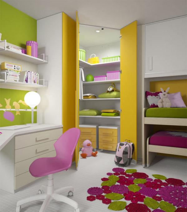 Гардеробная площадью 2 кв. м. в детской комнате