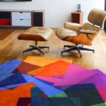 Яркий геометрический рисунок на ковре