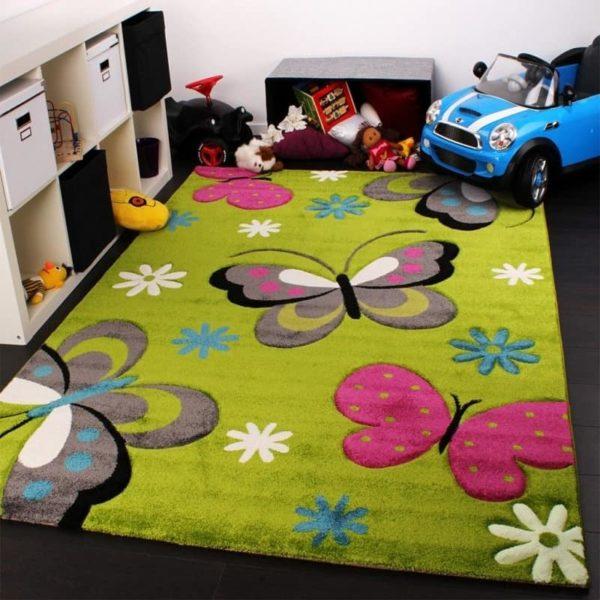Яркий цветной ковёр с бабочками в детской комнате