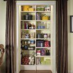 Кухонная кладовка за шторами