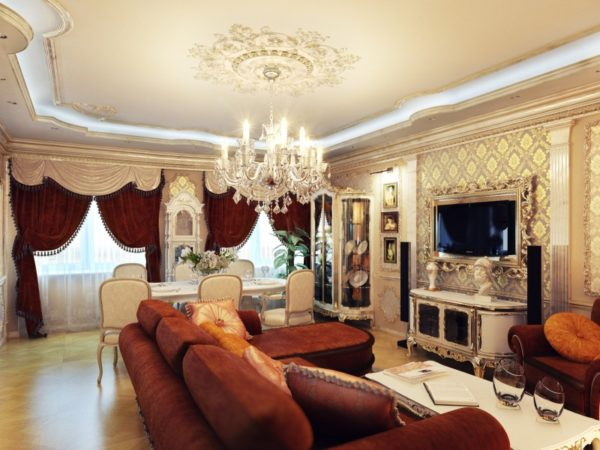 Люстра со свечами в гостиной