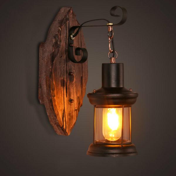 Настенный светильник в стиле кантри