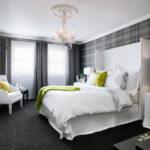 Акценты зелёного в спальне