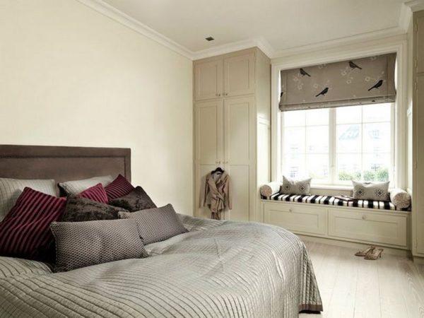 Покрывало и декоративные подушки для спальни