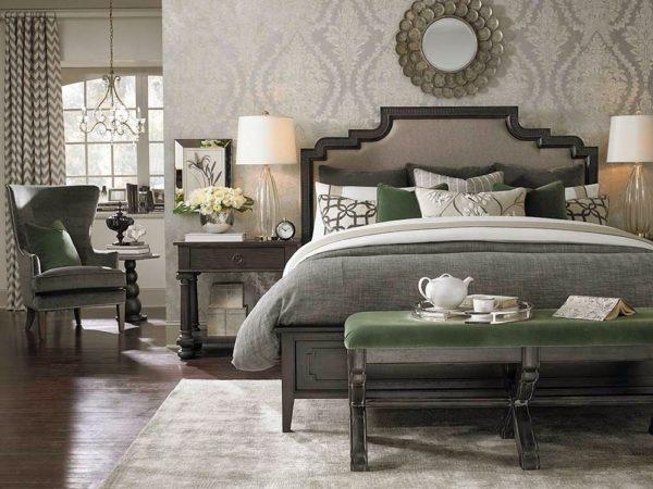 Спальня, оформленная с использованием различных оттенков серого цвета