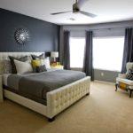 Графитовая спальня с жёлтыми элементами деокра