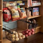 Специальные выдвижные корзины для хранения продуктов