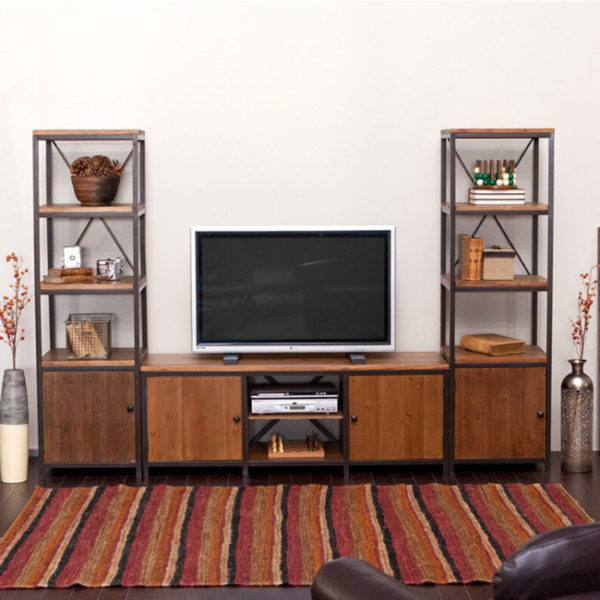 Телевизор в комнате стиля кантри