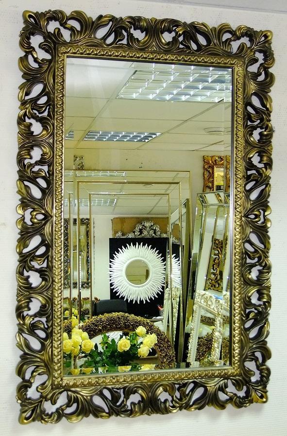 Зеркало в раме из металла