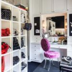 Женская гардеробная с туалетным столиком